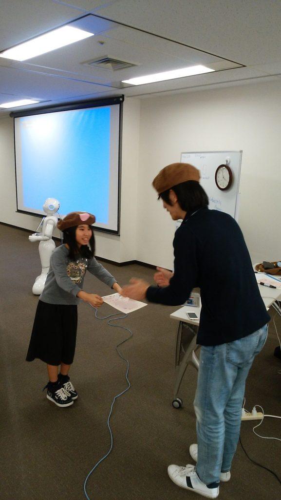 キノコ先生から修了証の授与